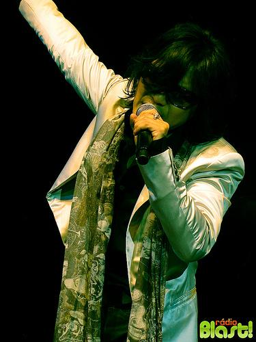 Toshi, o vocalista