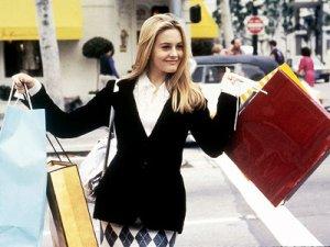 Personagem principal do filme Patricinhas de Beverly Hills com sacolas de compra