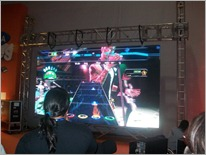 Jogando Guitar Hero
