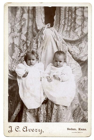E existia uma gambiarra para tirar fotos de bebês na era vitoriana...
